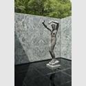 Georg Kolbes Skulptur Morgen im Bassin des Barcelona Pavillon von Mies van der Rohe, Bildarchiv Georg Kolbe Museum, Foto: Enric Duch 2016