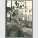 Georg Kolbe 1936 in seinem Garten, Foto: Kurt von Keudell, Bildarchiv Georg Kolbe Museum
