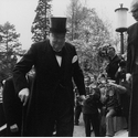 Winston Churchill vor dem Empfang durch Bundespräsidenten Theodor Heuss in Bonn, 1956. Copyright Robert Lebeck.