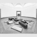 Richard Serra, Cutting Device: Base Plate Measure, Ausstellungsansicht im Museum Wiesbaden, 2017. Foto: Museum Wiesbaden / Bernd Fickert.