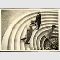 Treppe zum Bierkeller: Grete Leistikow (1892-1962), ca. 1930. Vintage Print 8,6 × 11,8 cm. © Galerie Berinson, Berlin