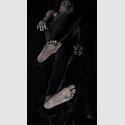 Standbild aus LEVEL Video-Skulptur, HD-Loop, Farbe, Ton, lebensgroß auf einem frei hängenden 40 Zoll Monitor, 2018 ©Yvon Chabrowski und VG Bildkunst 2019