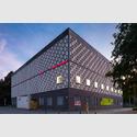 Außenansicht des Kestner Museums Hannover am Trammplatz. Im Inneren des Museums verbirgt sich ein Bau im Neorenaissance-Stil. Foto: Christian Schd, eigenes Werk, Wikipedia CC-BY-SA 4.0