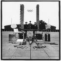 Einstürzende Neubauten, Kollaps, Foto für die Rückseite der LP, Vorplatz Berliner Olympiastadion, ZickZack ZZ65, 1981, Foto: Peter Gruchot